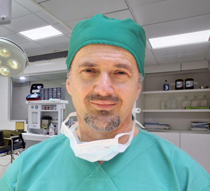Ιωάννης Καρνέζης Χειρουργός Σπονδυλικής Στήλης Διευθυντής Νοσοκομείου ΥΓΕΙΑ